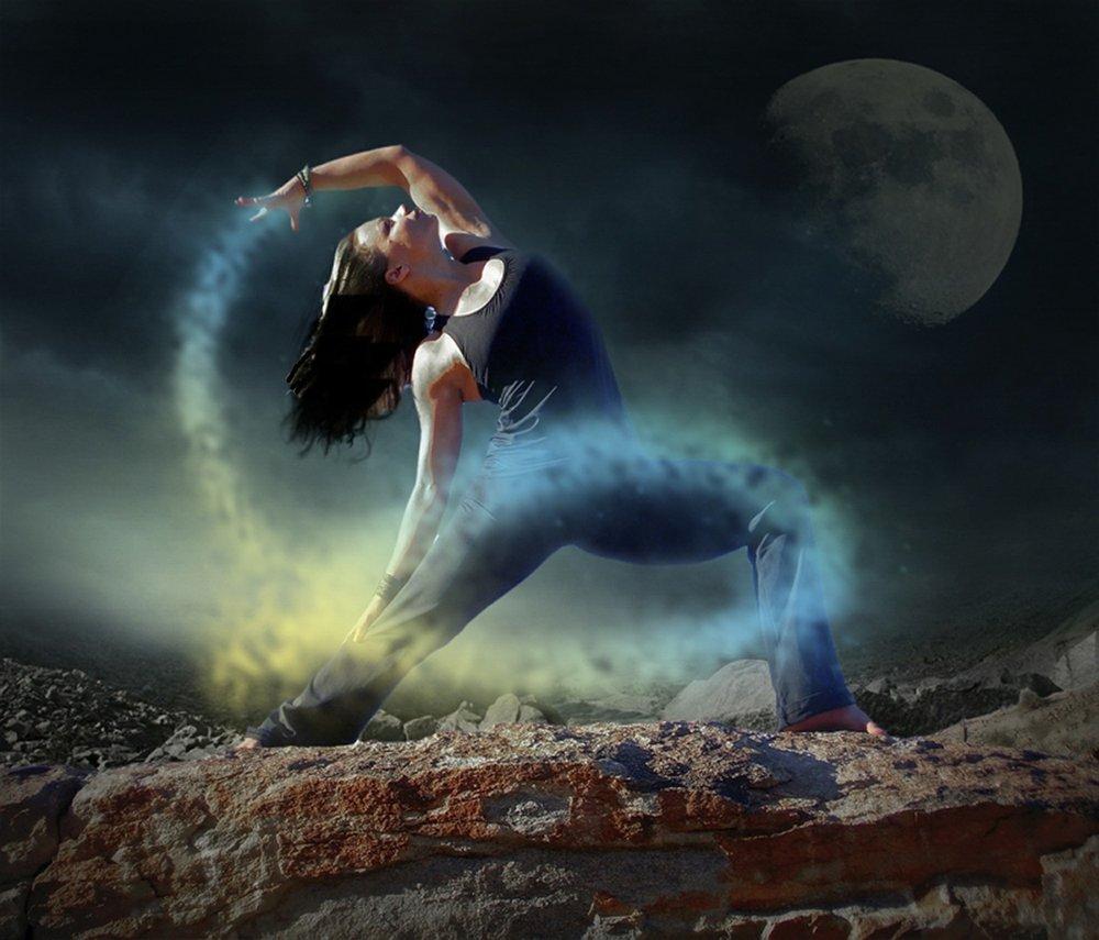 mystic yoga woman_werner22brigitte_pixabay.jpg
