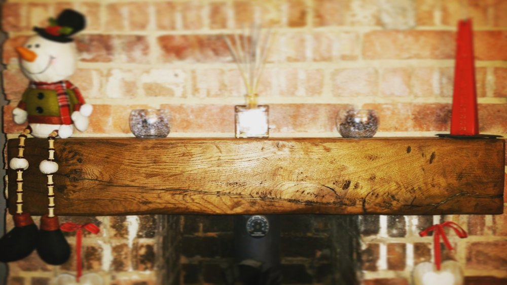 Fireplace beam with a Christmas feel
