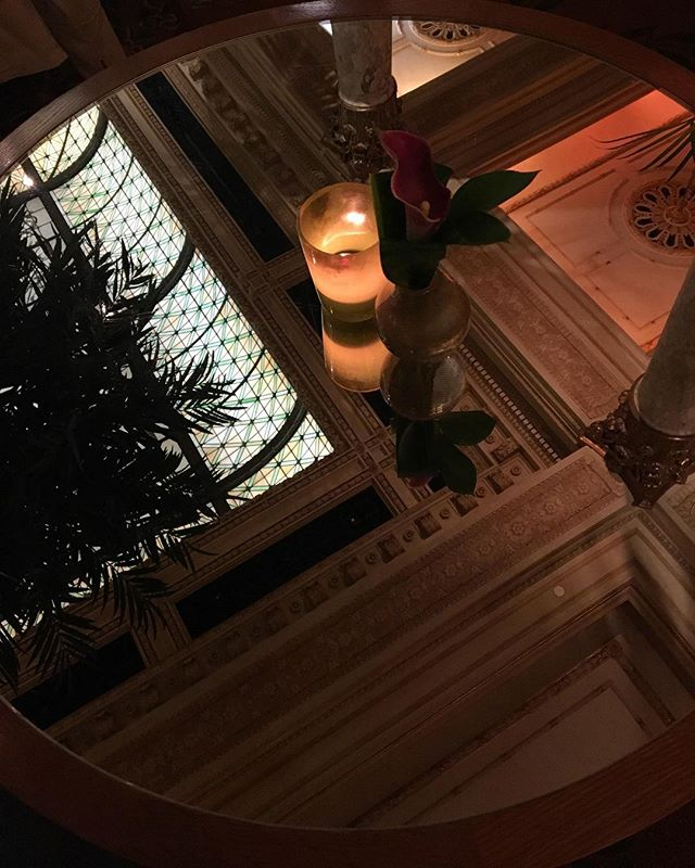 Old New York ❤️ Happy Hour Splurge with my beautiful Mom #nyc #classic #theplazahotel #reflection #iphone6s #imneartrumptowerandhavingahardtime