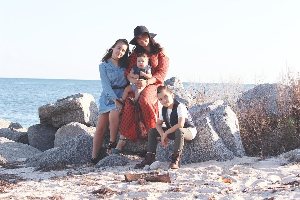 family-1942148_960_720.jpg