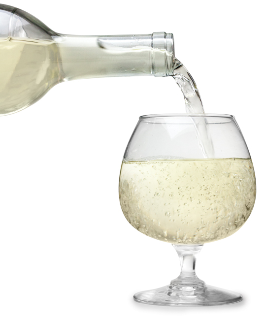 Draft Mag mead pouring into a glass.jpg