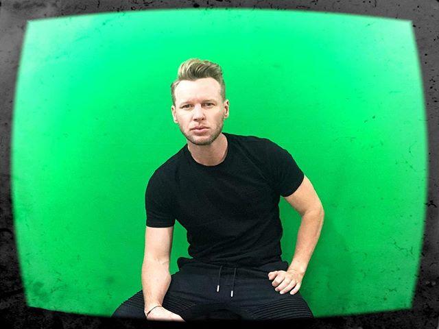 I 💚 a green screen 😁 #green #greenscreen #wednesday #shoot #videoshoot