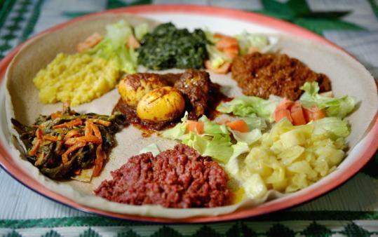 Eritrean_Injera_with_stews.jpg