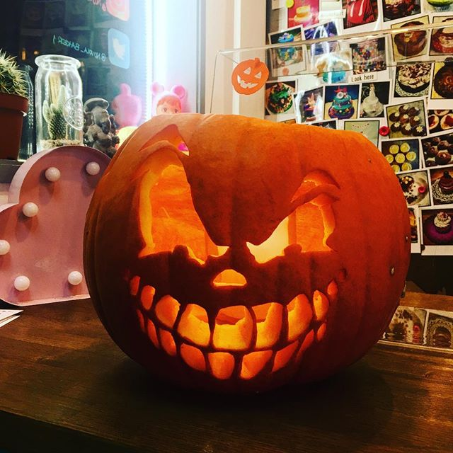 #happy #halloween @tootingmarket #nuvolalittlebakery #alittlebakery #london #halloween2017 COME AND GET YOUR #cakes FOR #tonight #halloweenparty