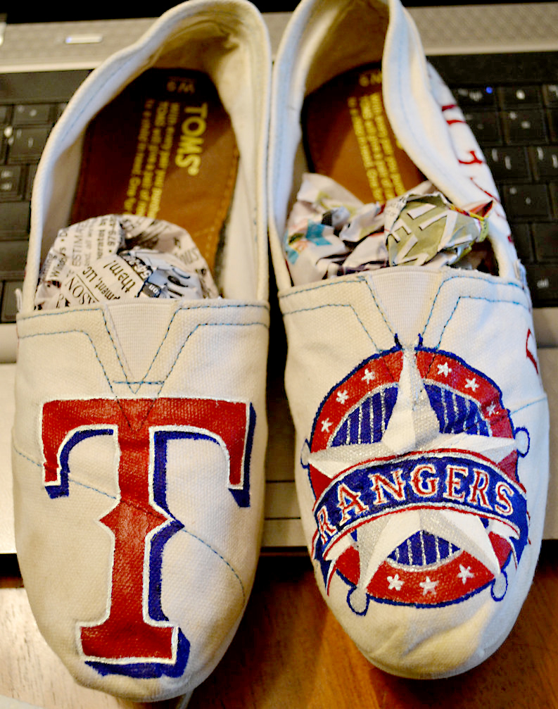 texas_rangers_shoes_by_kiwi6-d6aoc3h.jpg