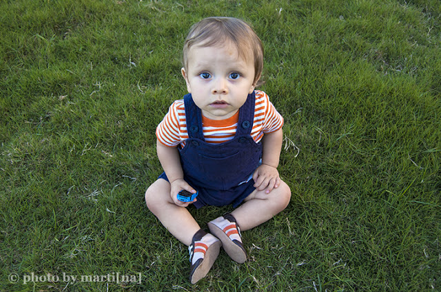 Click to see picture of a family portrait session by Martina