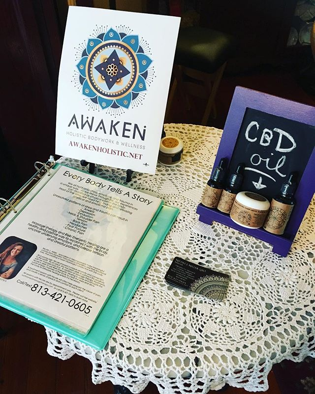 Event night with @healthcoachmollyc. I'm happy to be here offering massage therapy and wellness solutions! #tampa #wesleychapel #tarponsprings #massagetherapy #wellness #healthylifestyle #plantbased #massage #reiki #cbdoil #cbd #healing #wednesday