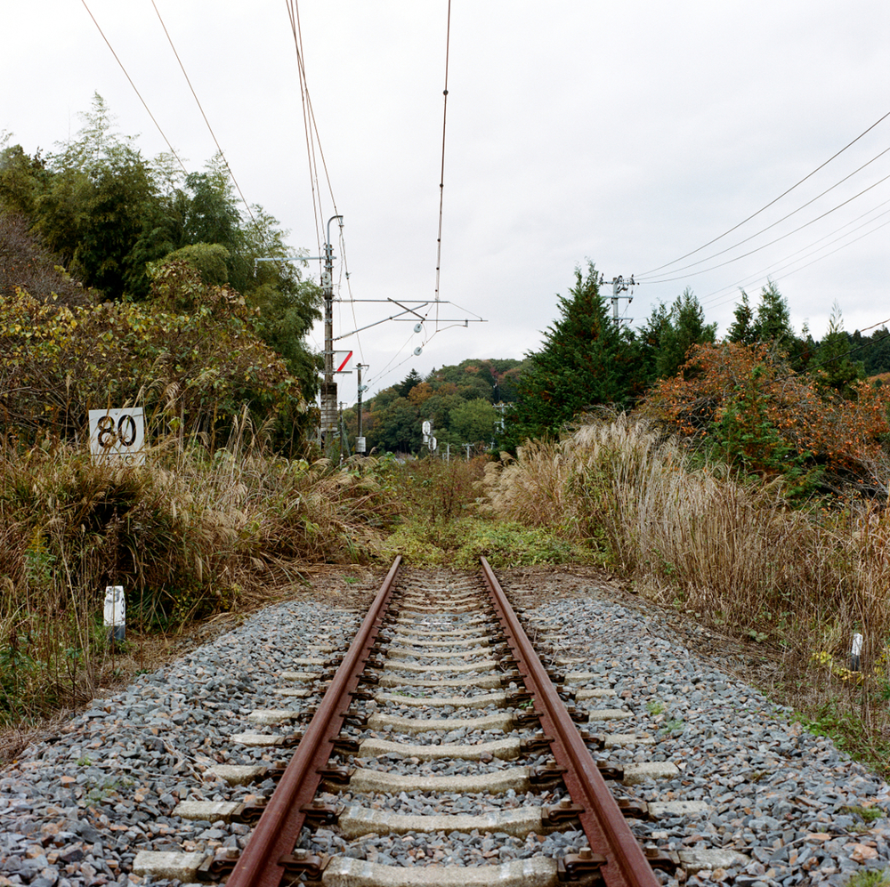 Further north to Naraha, the Joban train line used to run until Minamisoma; but as its route pass through a still too contaminated zone, the line presently ends quite abruptly in the bushes at the edge of town.
