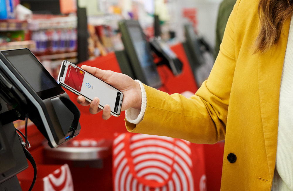 Apple-Pay-coming-to-partners-Customer-checking-out-with-Apple-Pay-at-Target-01222019_big.jpg.medium_2x.jpg