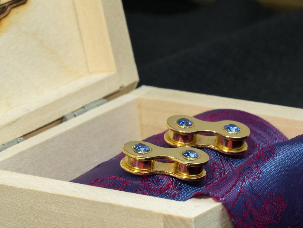 Gold cufflinks with tanzanite