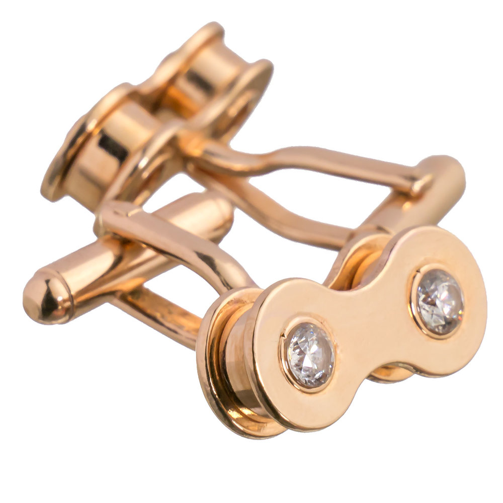 Rose gold cufflinks with diamond zirconia. A very trend-aware combination.