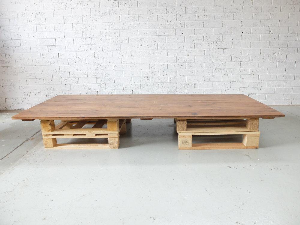 PALLET TABLE - WALNUT TOP