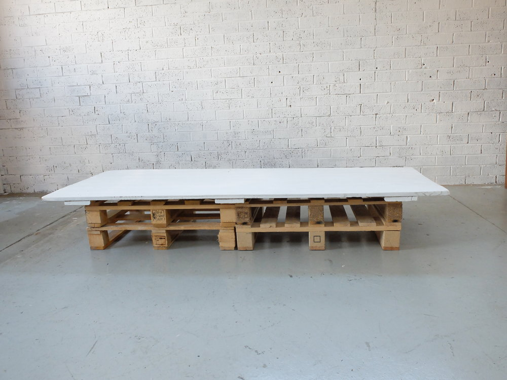 PALLET TABLE - RUSTIC WHITE TOP (2X0.9)