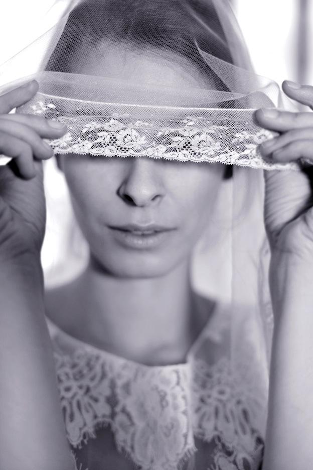 stephanie-wolff-paris-collection-signature-voile-valenciennes-robe-mariee-paris-retro-credit-photo-julie-coustarot10.jpg