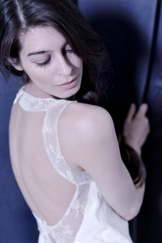stephanie-wolff-paris-collection-signature-modele-lisbeth-robe-mariee-paris-boheme-retro-credit-photo-julie-coustarot35.jpg