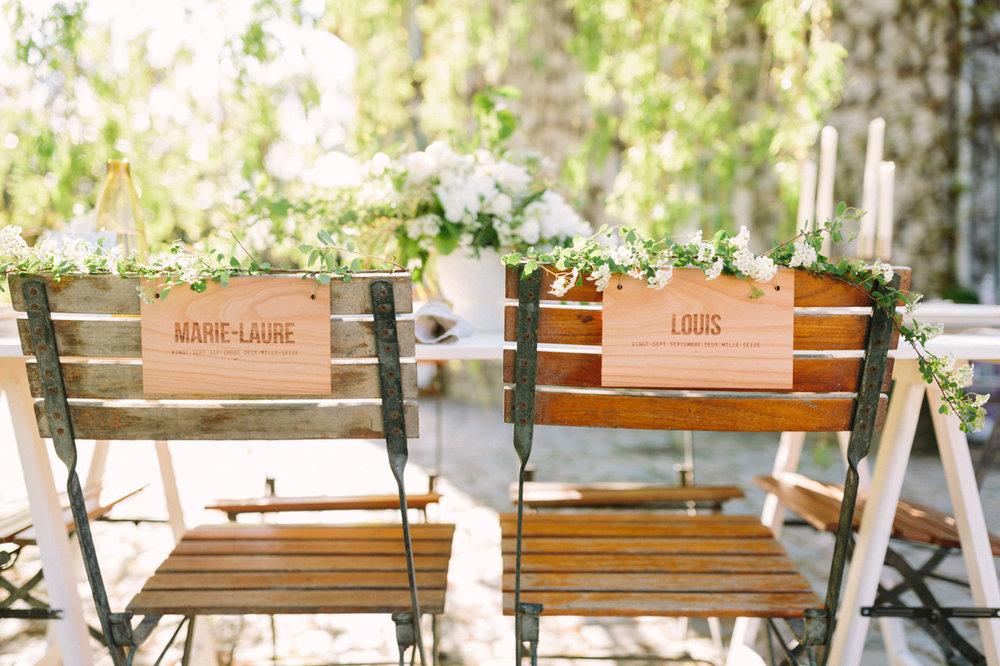 panneau-chaise-bois-mariage-save-the-date.jpg