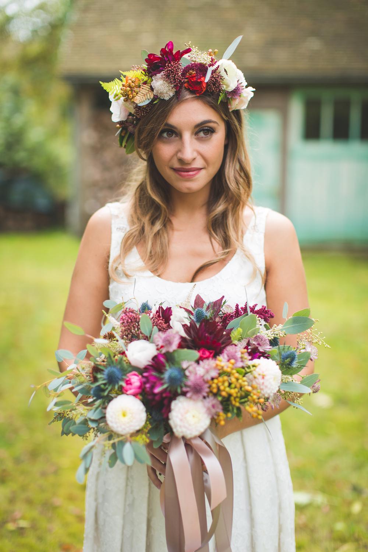 shooting-inspiration-kinfolk-boheme-couleurs-automne-mariee-jennifer-dubourg-bouquet-couronne-fleurs-de-pauline-camille-marciano-physalis.jpg