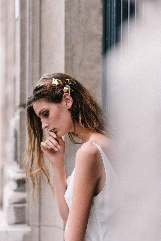parisian-inspired-blog-mariagemaisonsabben-accessoires-mariee-square-barrettes.jpg