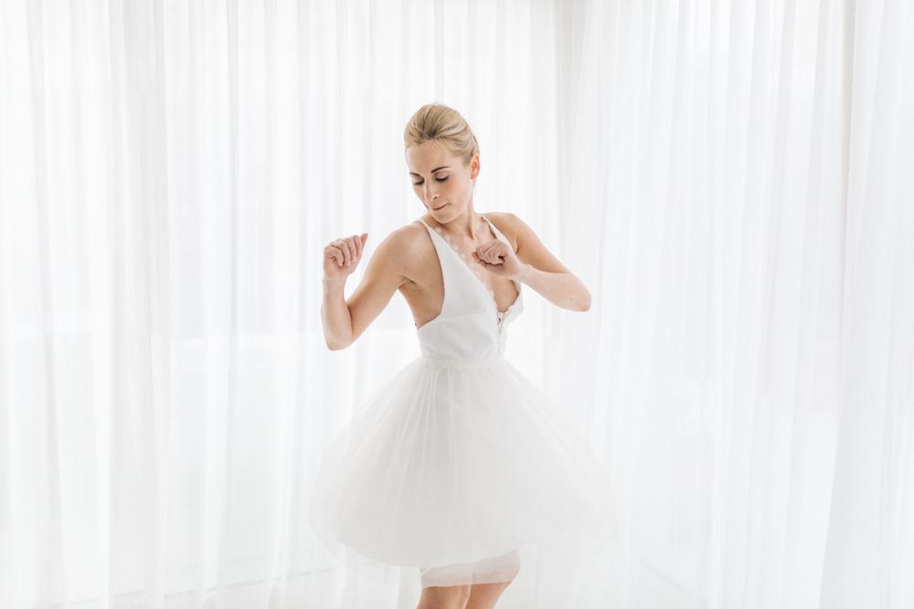 parisian-inspired-blog-mariagerobe-de-mariee-courte-atelier-swan-Camélia.jpg