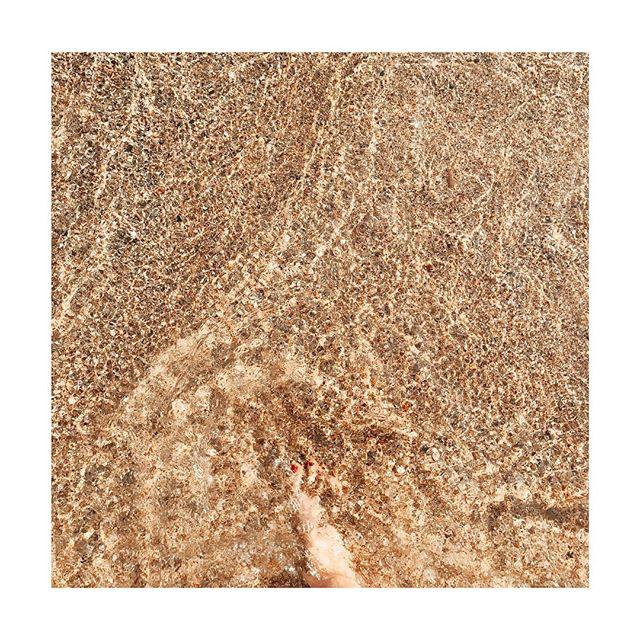 Sand Lover ☀️ #inspiration #beachlife #lifestyle #sand #mariusninon #babyclothes #babybrand