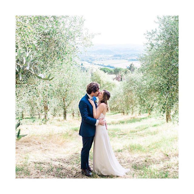 2 ans mon amour et tant de bonheur depuis cette splendide journée toscane... 😍 📷 @blanccoco  #nocesdecuir #2ansdeja #toscanawedding #toscana_amoremio #camfabioladolcevita