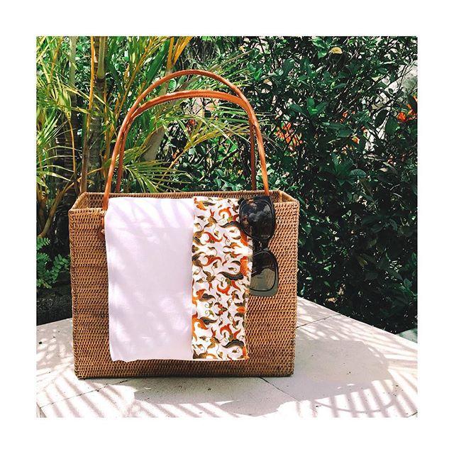 Retour du marché! Lins et batiks pour nos jolies barboteuses... ➡️ @marius_et_ninon #comingsoon #mariusninon #linen #batik #madeinbali #beachvibes #littleadventurer #smallbusiness #pureandsimple #ethicalfashion