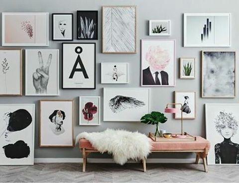 Vilken inspiration! Snacka om tavelvägg👌😊 #ramar #foton #speglar #tavlor #konst #art #frames #inspo #tavelvägg #picturewall #gallerywall #photos #prints #ramverkstad  #Ramhörnan  Bild från Pinterest