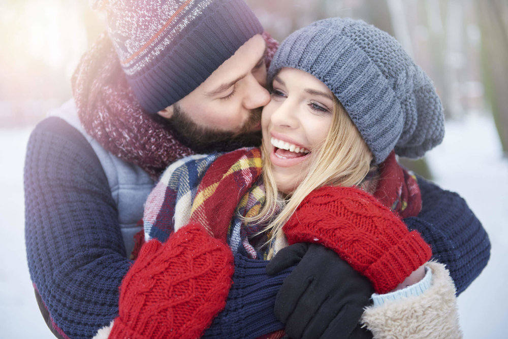 Winter-Engagement-Photos-Outfitting-for-the-Occasion-Toledo-Wedding-Guide-1.jpg