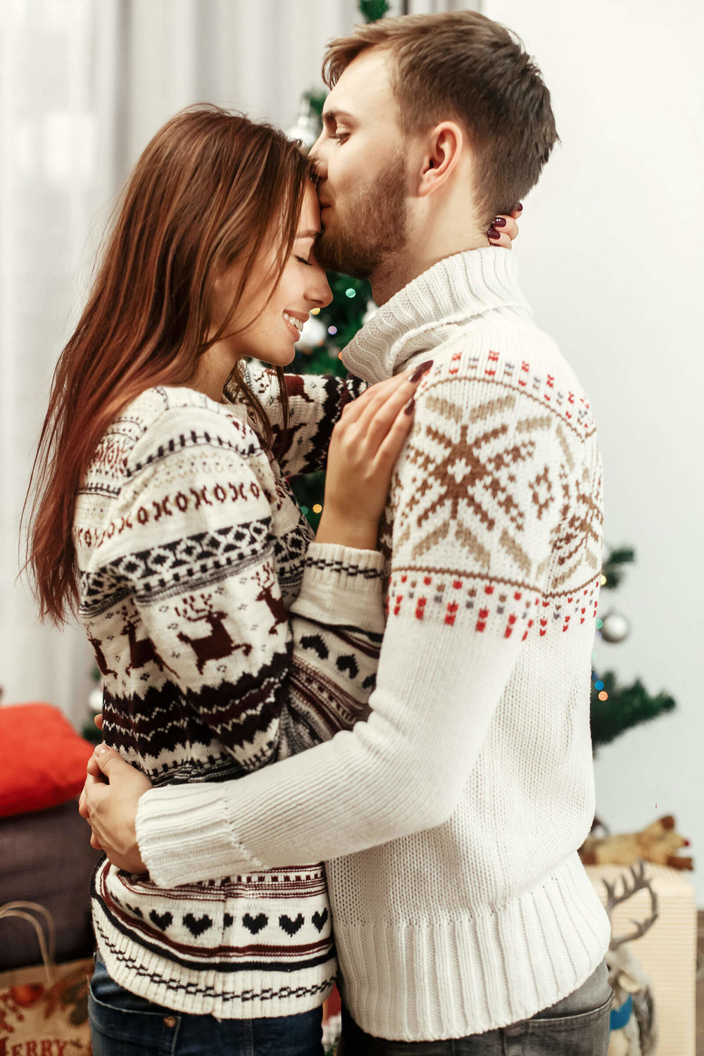 Winter-Engagement-Photos-Outfitting-for-the-Occasion-Toledo-Wedding-Guide-3.jpg