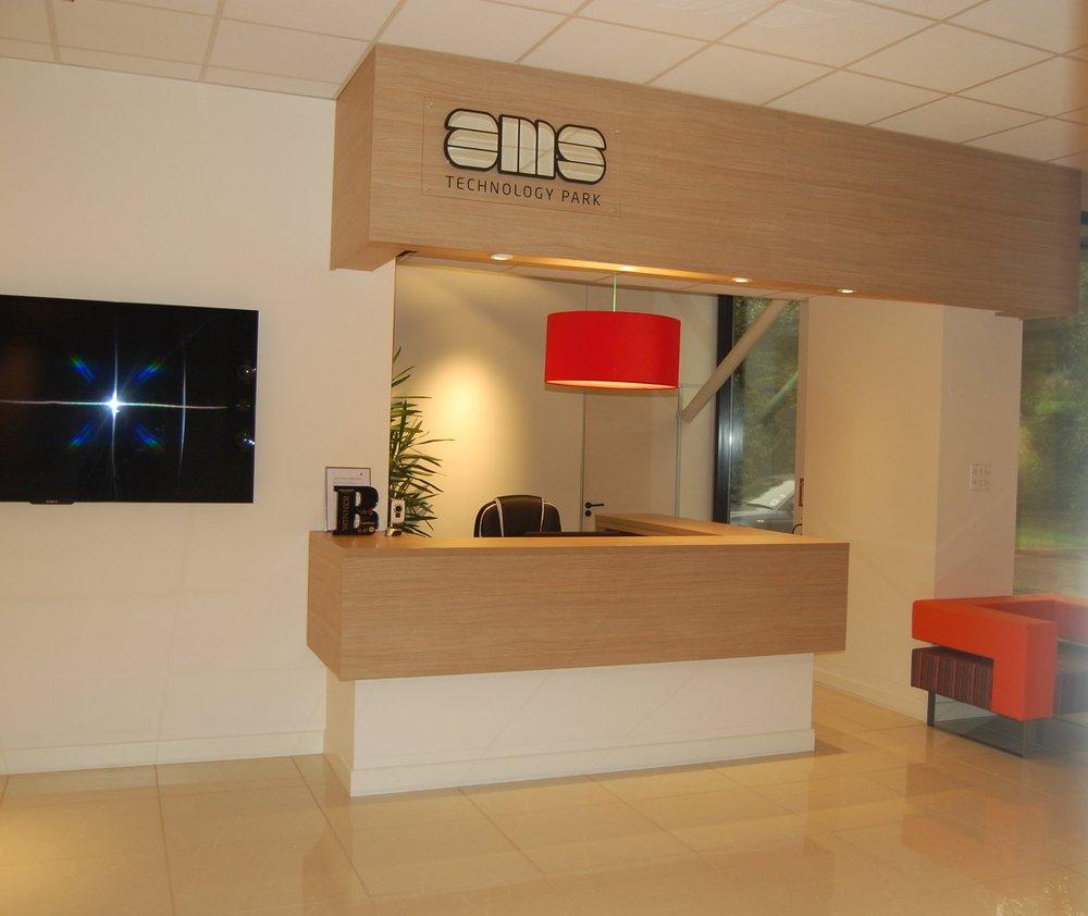 Office foyer lighting