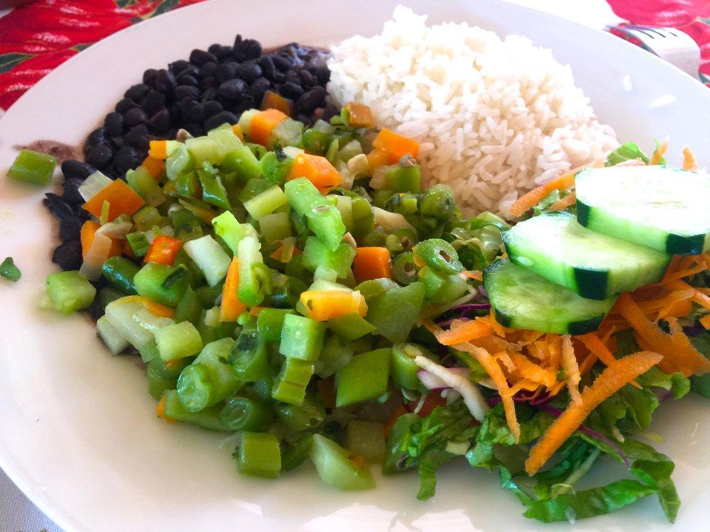 Casado åt vi på  Rosi's Soda Tica i Nosara där costaricanerna själva gick och åt lunch.
