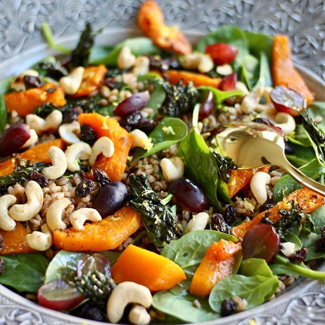 NEW RECIPE Winter salad with wheat berries, tuscan kale & butternut pumpkin 🥗🎅🏻 Can't wait to serve it for Christmas! . Recipe in Swedish & English linked in my bio 💫 . . . #vegansalad#julmat#veganchristmasfood#EatingForTheInsta#instavegan#veganfoodshare#veganism#bestofvegan#veganfoodlover#plantbased#instafood#buzzfeast#vegancooking#plantbasedfood#vegetarian#vegan#matblogg#vegomat#vegetariskt#proteinskiftet#letscookvegan#feedfeed#dailyfoodfeed#veganfoodspot#veganworldshare#bestofvegan#veganf
