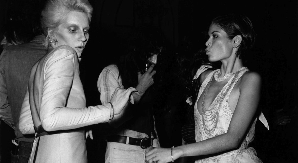 Bianca-Jagger-with-Angie-Bowie-at-the-Ziggy-Stardust-Retirement-Party-1973-John-Rodgers-e1442869998863.jpg