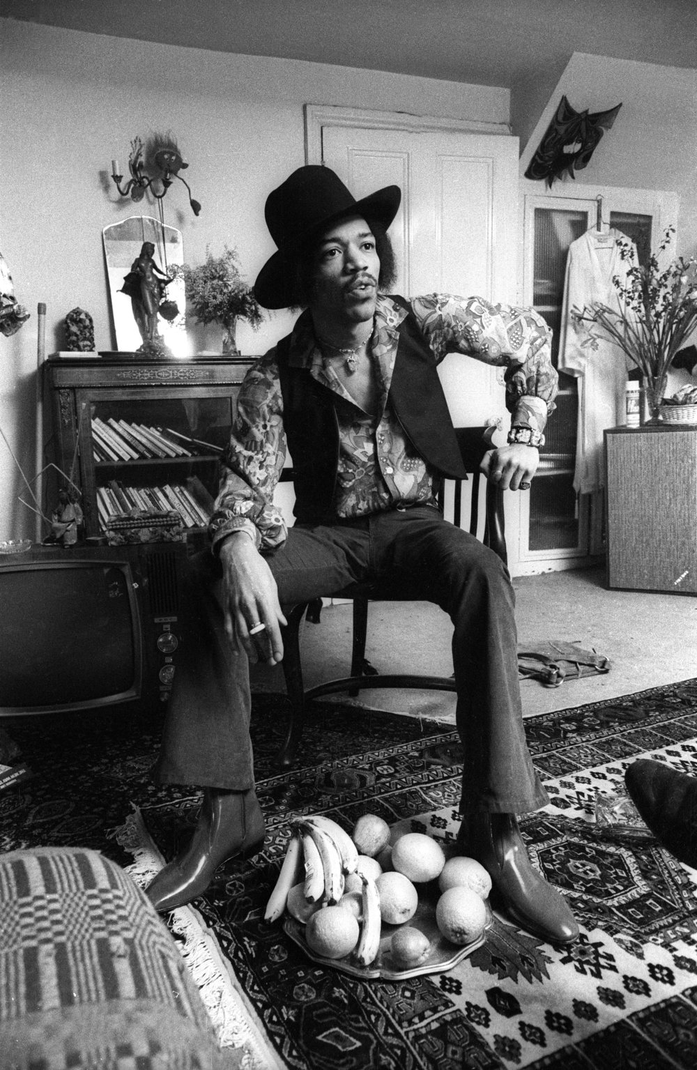 Jimi Hendrix at 23 Brook Street, 1969. Credit (c) Barrie Wentzell