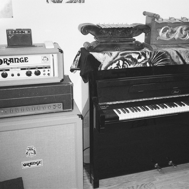 🐯 @joakim_bouaziz's upright Ibach piano, mini Fender Twin, Orange OR80, Marshall Jmp plexi 50w. (at Crowdspacer Studio)