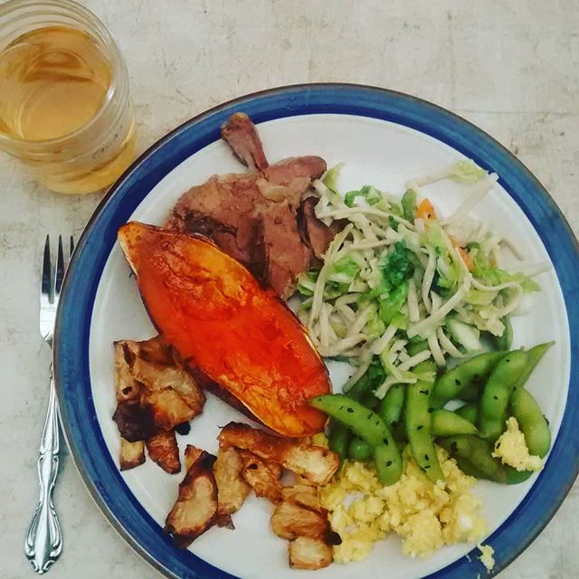 Crew lunch with everything vegetable that's new at the farm: sweet potatoes, celeriac, young ginger, napa cabbage. Sides: heritage eggs salad with miso & our pasture-raised country ribs pulled pork style. Drink is staghorn sumac and lemon balm. Holy moly. Welcome september and well done Riv! #slowcooker #fridaylunch #sidesonsides #farmpalate #sogood
