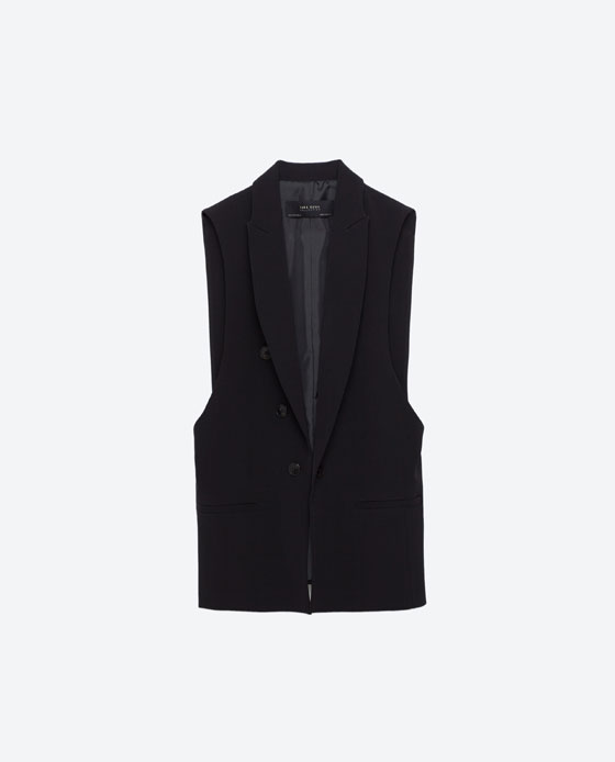 Maryvi achieves that sleek monochromatic look by wearing black pieces in longer silhouettes Use a waist coat to tie your look together effortlessly without being too warm.