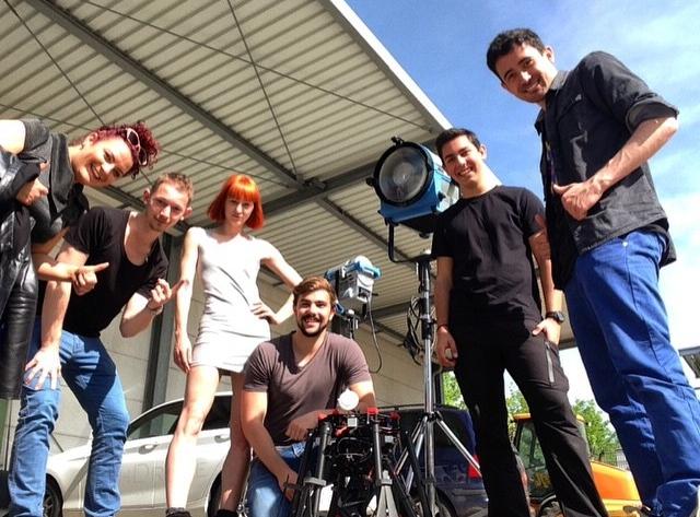 Daniela Schatz, Armand Luttringer, Jakob Erpf, Louisa Raukopf, Sebastian Madl und Timo Hänseler beim Dreh zu dem Musikvideo Kuamka für das Label Noh Née