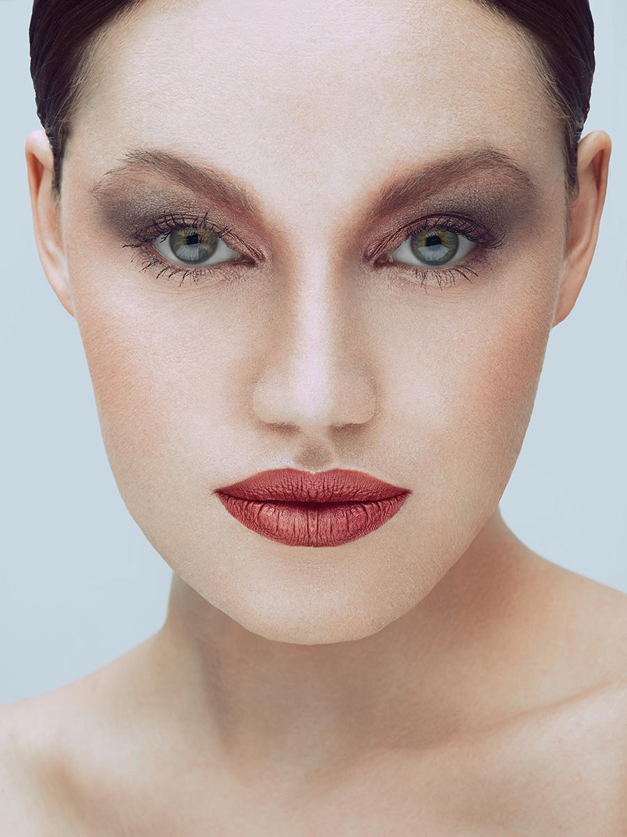 Beauty Fotografie - Medienagentur Red Forest - Fotograf Timo Hänseler - Retouch Jakob Erpf - Model Larisa Rosie