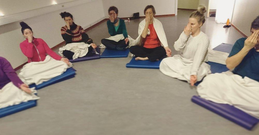 Strålande yogis på tisdagsyoga.
