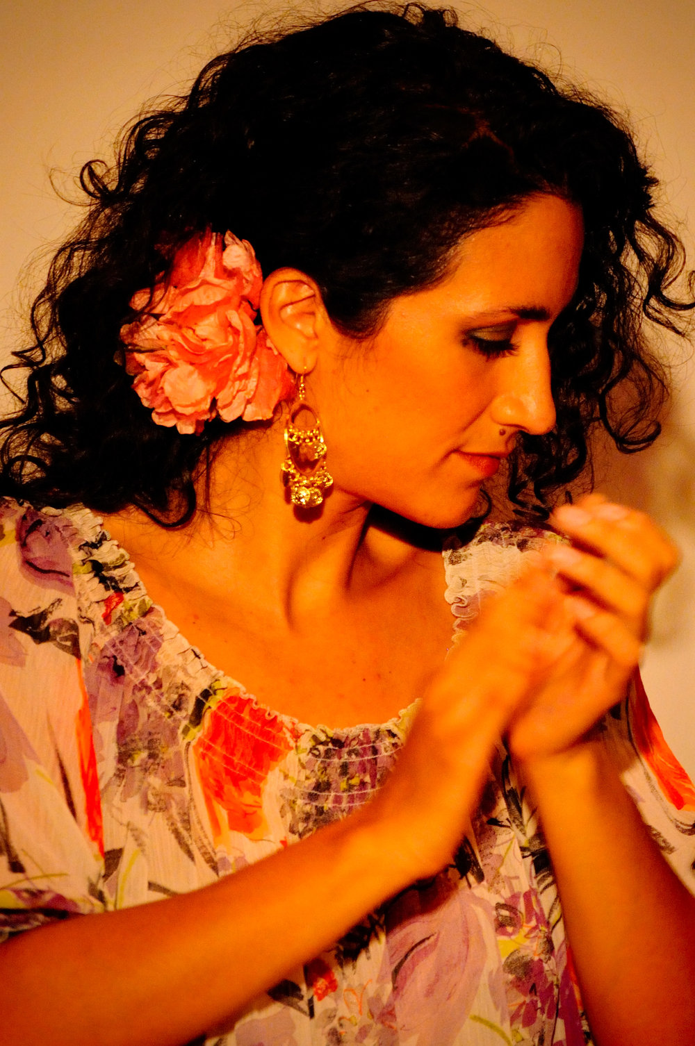 Barbara Martinez was born in Venezuela and grew up in New York singing opera, studying musical theater and dance. She is a renowned flamenco dancer and singer and has performed with companies such as Andrea Del Conte Danza Espana. She performed in Carmen and La Traviata for The Met Opera. In 2008, she studied cante on scholarship at the Cristina Heeren Foundation in Seville, Spain and in 2010, was honored to be invited to sing at Carnegie Hall to participate in a series put together by William Maselli, featuring world music singers. Today, she spends her time singing for flamenco dance companies like Carlota Santana Flamenco Vivo, Pasion y Arte, A Palo Seco, Sol y Sombra. She also performs as a soloist in NYC, and with a full sextet of flamenco and jazz musicians, in a lush and eclectic repertoire of flamenco, Latin, Sephardic, Middle Eastern and jazz, always interspersed with dance.