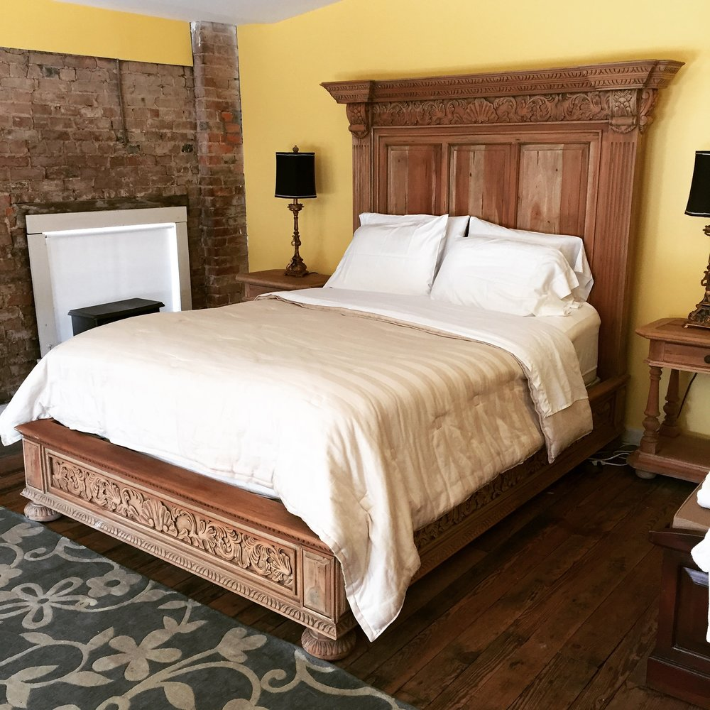 25482 Charleston Queen Bed