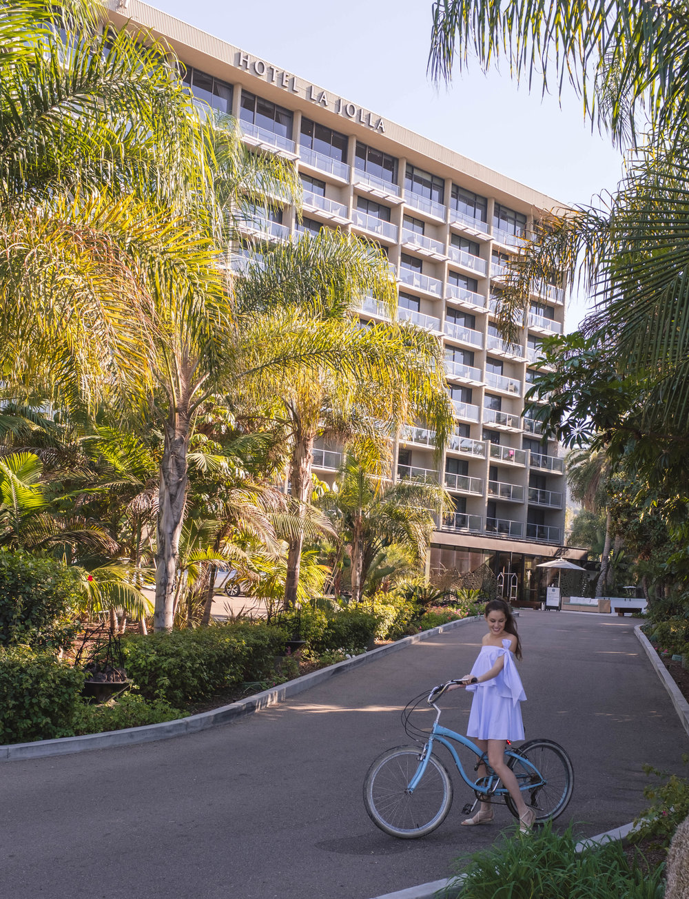 GUESTS OF HOTEL LA JOLLA HAVE ACCESS TO BEACH CRUISERS TO RIDE AROUND TOWN