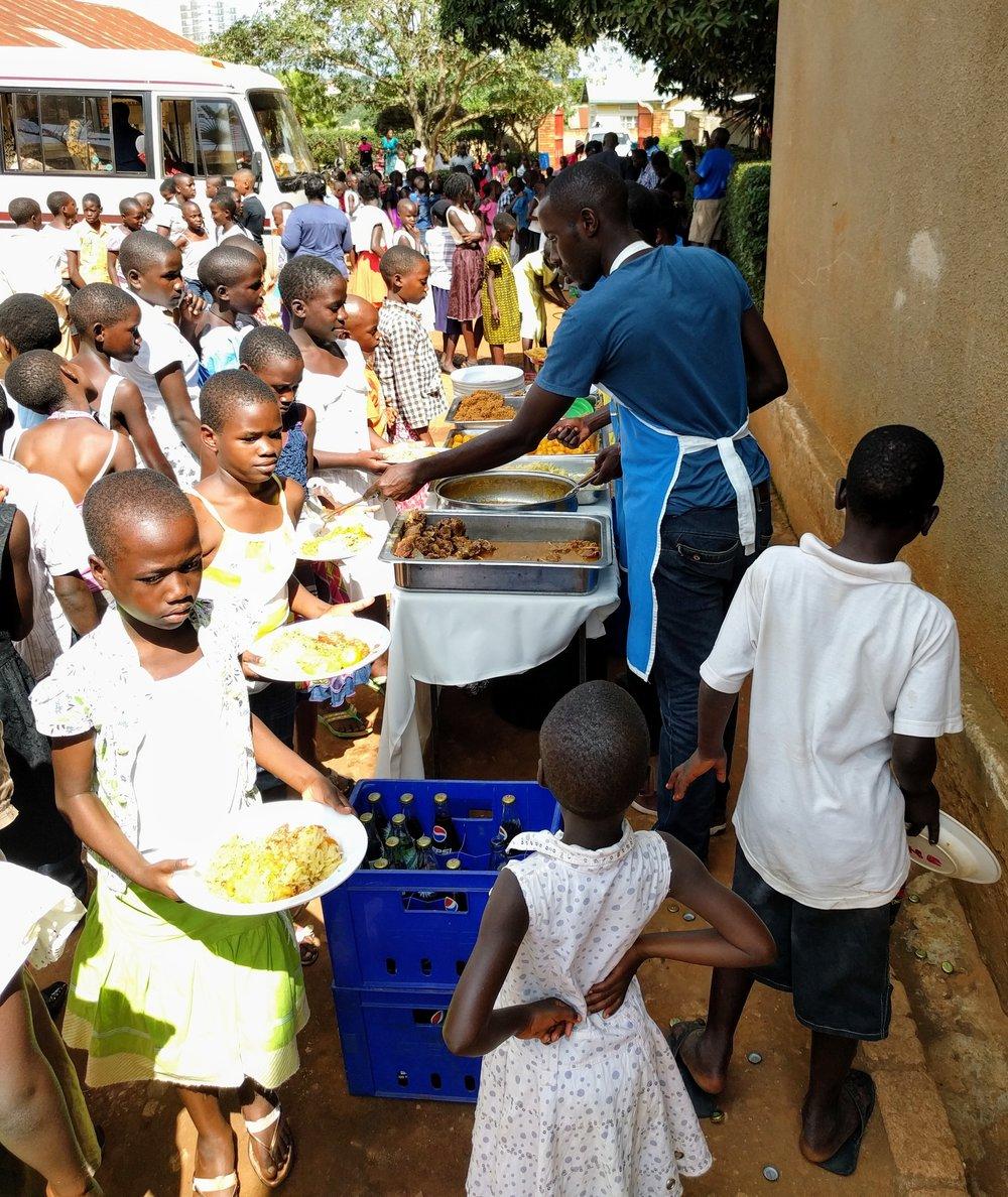 Lunch_ServingTheKids.jpg