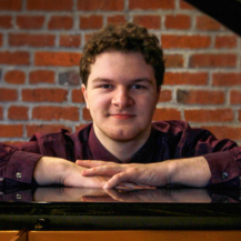 Aaron Petit, piano