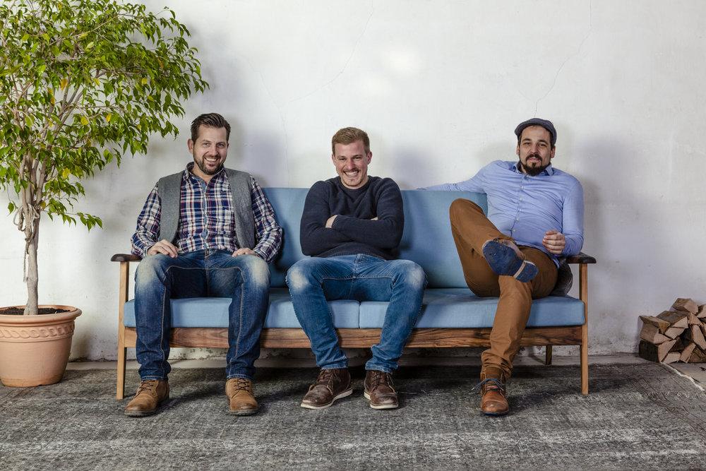 Boniface  Chef de production,  Jan  Künstlerischer Leiter und  Cyrill  Möbel-Sommelier
