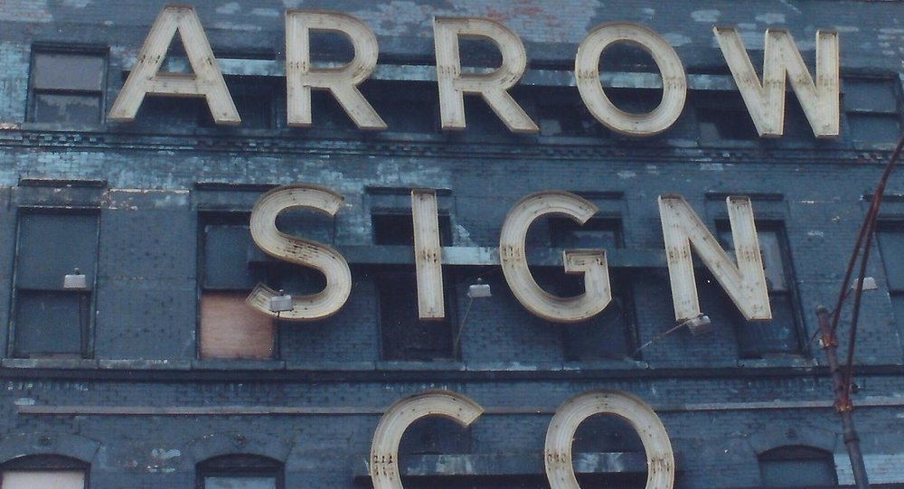 1009 Grand Arrow Sign Co .jpg