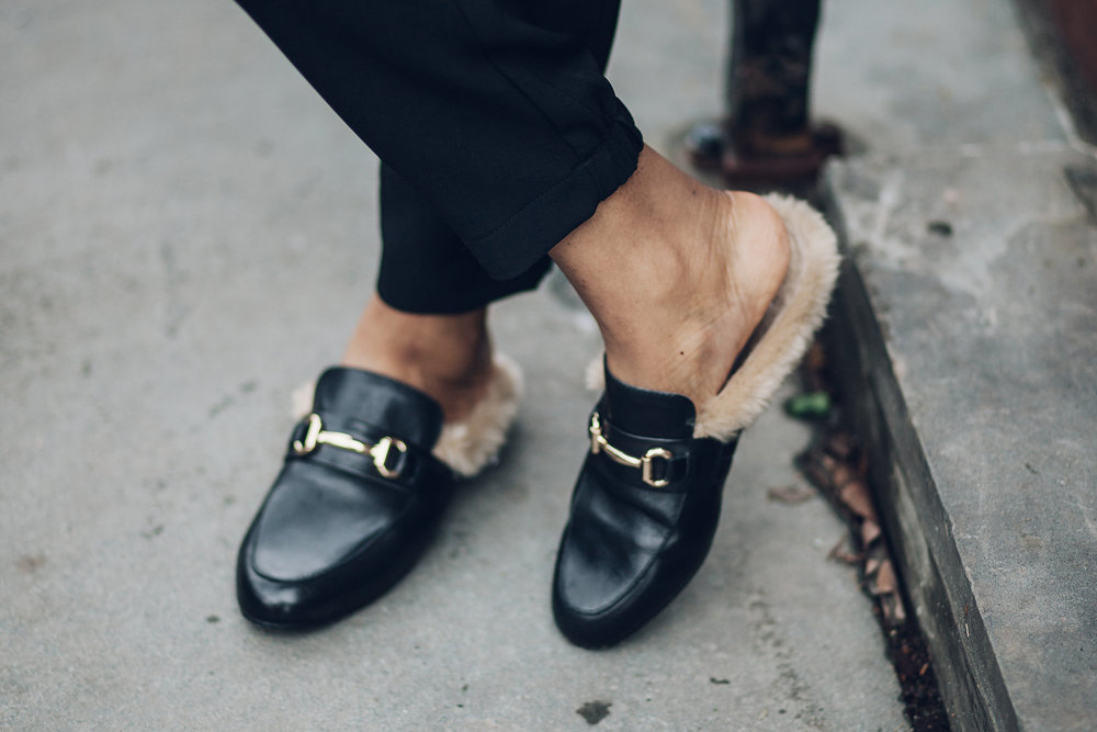 Wearing : Blazer:Zara | Top: Zara | Pants : Uniqlo Shoes: Steve Madden | Watch: Michelle