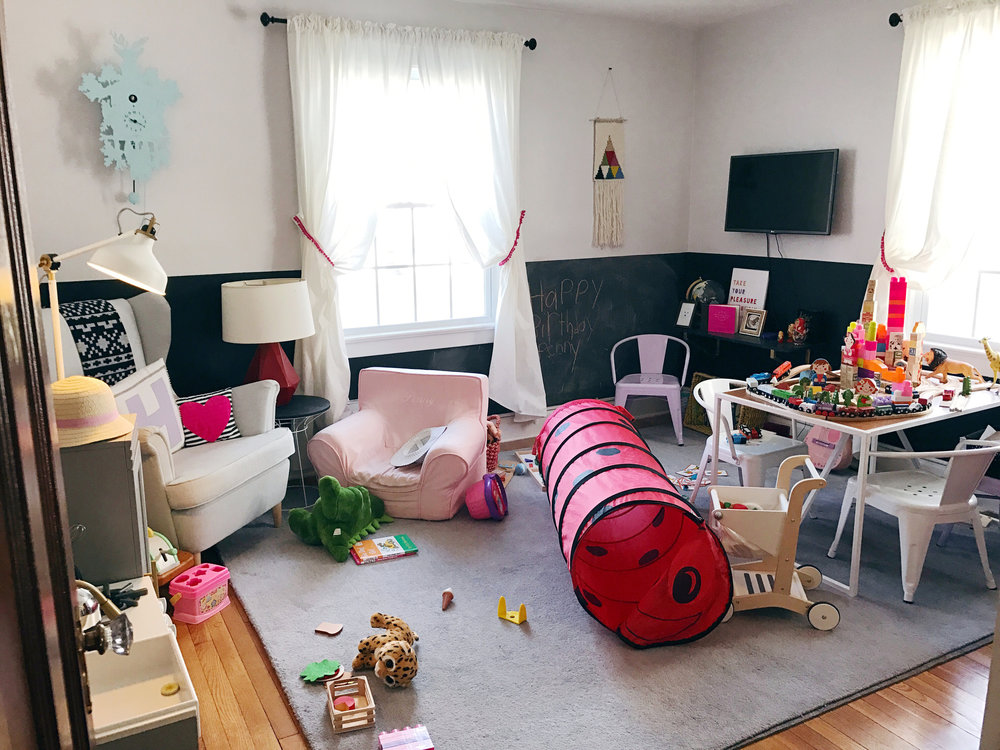 deboe-studio-interiors-messy-playroom