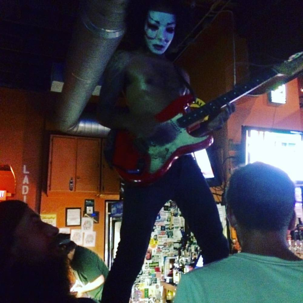 Daikaiju warming up on the bar.